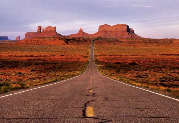 """Картонен пъзел """"Пътят към Долината на монументите"""" - 1500 части"""